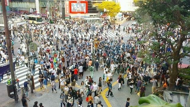 小斎直也と渋谷のスクランブル交差点
